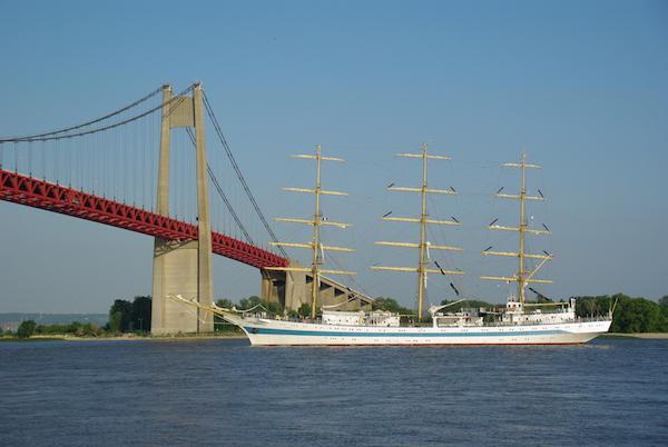 Un rassemblement de voiliers est prévu. Navire russe Mir, Armada 2013 (© Stéphane William Gondoin).