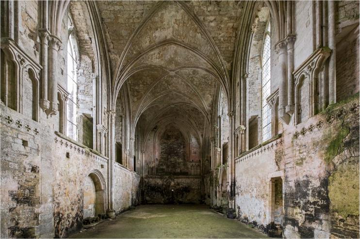Fin 2021, l'église abbatiale devrait avoir retrouvé sa couverture, permettant la finalisation des restaurations intérieures. (© OuiFlash)