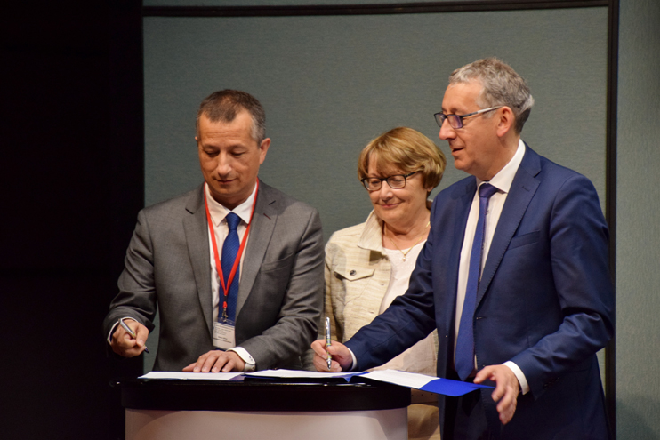 Le 26 mai dernier, l'AMSE a signé une convention de partenariat avec le Département (© Chantal de Crombrugghe).