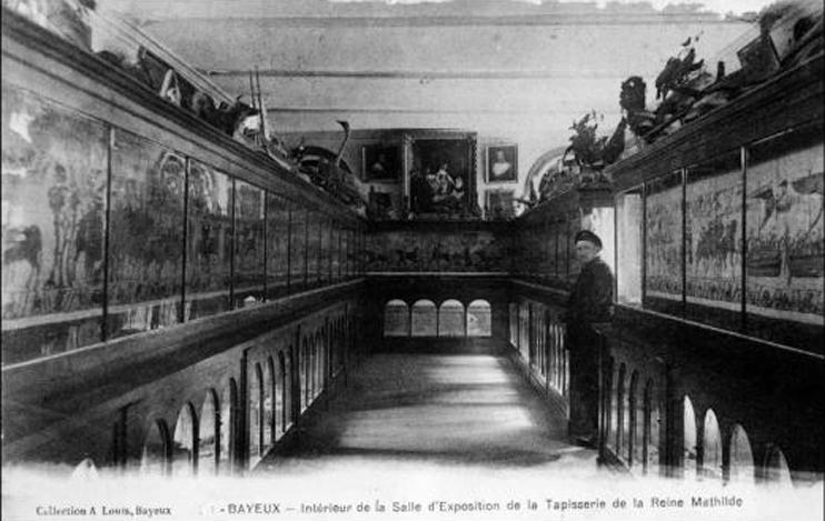 Bayeux - intérieur de la salle d`exposition de la Tapisserie de la Reine Mathilde