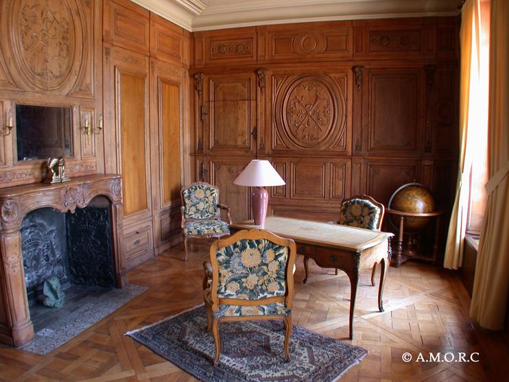 Bibliothèque du 1er étage - Château d'Omonville (© AMORC)