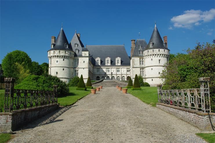 Le château de Mesnières-en-Bray, aujourd'hui restauré. (© Stéphane William Gondoin)