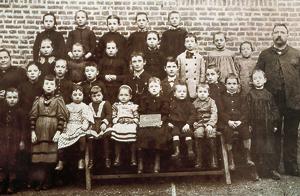 Photo de l'école en 1895. (© Coll. Gabrielle Leprieur)