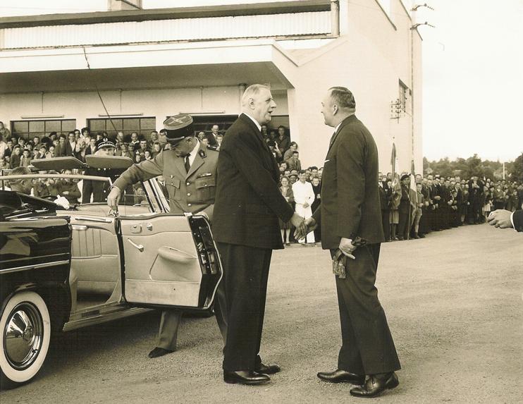 7 juillet 1960, visite de Charles De Gaulle, président de la République, à la nouvelle usine Elle & Vire - Condé-sur-Vire (© Ville de Saint-Lô).