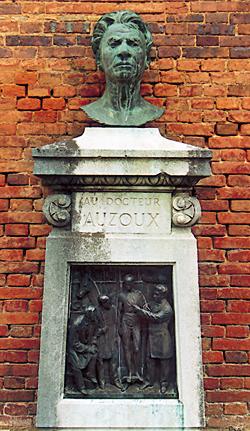 Buste du Docteur Auzoux. (Photo Eric Bruneval © Patrimoine Normand).