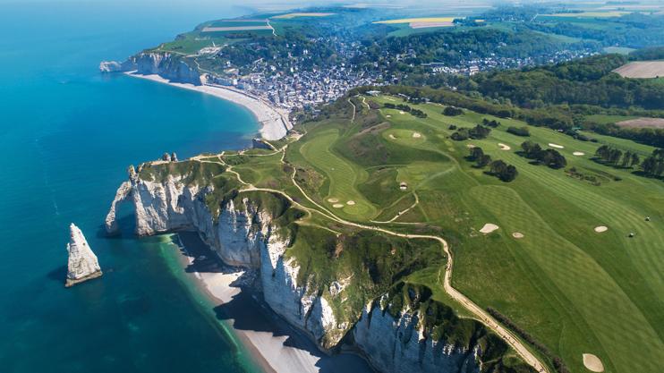 Les falaises d'Étretat (La Normandie, de merveilles en mémoire © Cyril Isy-Schwart)