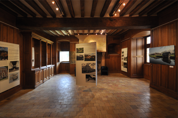 L'exposition « Architectures du Perche » au manoir de Courboyer (photo Rodolphe Corbin © Patrimoine Normand).