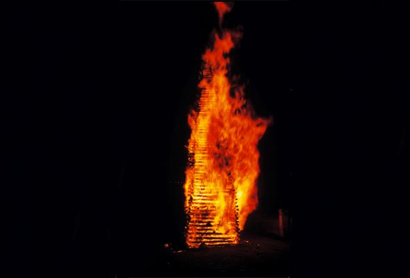 La tradition des feux de la Saint Jean (© Patrimoine Normand).