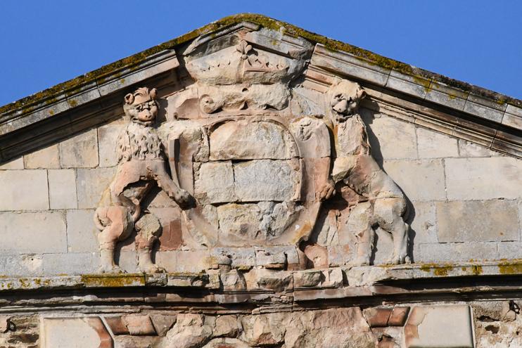 Fronton du château d'Harcourt, à Thury-Harcourt (photo Rodolphe © Patrimoine Normand).