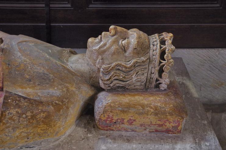 Gisant de Guillaume Longue-Épée, fils et successeur de Rollon. Il tenta de relever Jumièges de ses ruines en 940.. (© Stéphane William Gondoin)