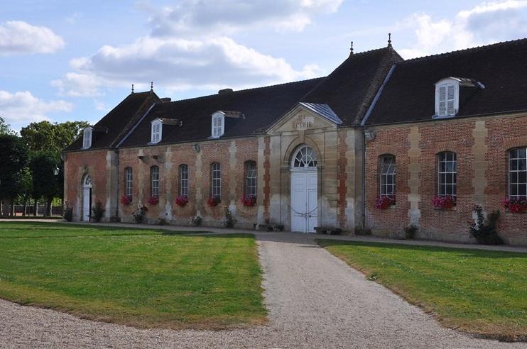 Dans les écuries conçues comme des logements de princes, les étalons ont la vie de château (© Patrimoine Normand/ Photo Rodolphe Corbin).