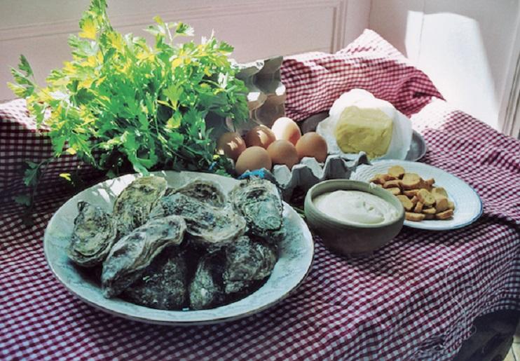 Ingrédients pour l'omelette aux huîtres. (Photo Georges Bernage © Patrimoine Normand)