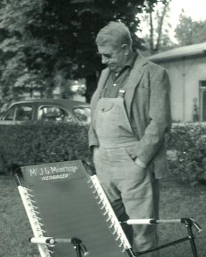 """Grangier lui avait fait fabriquer un siège """"herbager"""", note d'humour relative à sa nouvelle fonction d'agriculteur (© photo famille Moncorgé)."""