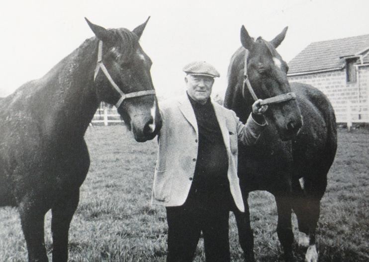 Jean Gabin avec ses trotteuses (© photo famille Moncorgé).