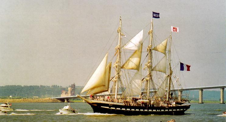 Le « Belem », trois-mâts barque français. Il navigue depuis 1896. Un véritable monument historique flottant. (Photo Alexandre Vernon © Patrimoine Normand.)
