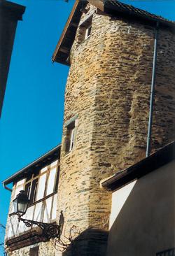 Saint-Lô - le quartier Saint-Georges, une des rares parties anciennes encore en place. (Photo Éric Bruneval © Patrimoine Normand.)