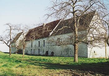 Façade sur cour du manoir du Mesnil, où mourut Agnès Sorel. (Photo Éric Bruneval © Patrimoine Normand.)