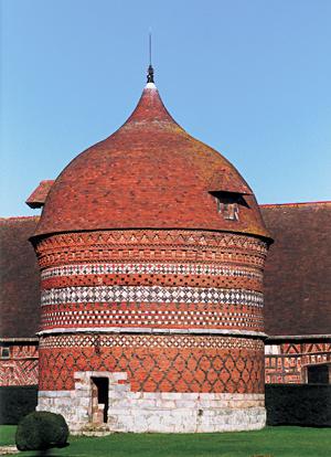 Le pigeonnier construit en 1535, un des plus beaux de la région. (Photo Éric Bruneval © Patrimoine Normand).