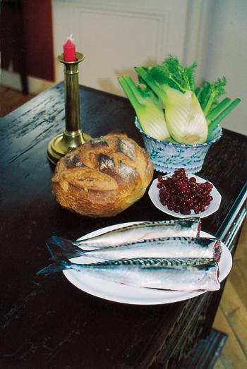 Les ingrédients : des maquereaux, de la mie de pain, du fenouil, de la crème fraîche, des groseilles à maquereau. (Photo Georges Bernage © Patrimoine Normand.)