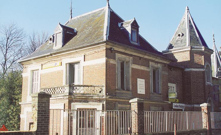 Maison où vécut Maurice Leblanc à Jumièges, face à l'entrée de l'abbaye. (Photo Isabelle Audinet. © Patrimoine Normand.)