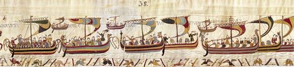 Cette séquence de la Broderie de Bayeux évoque la traversée du Chenal (La Manche) par le millier de bateaux de la flotte du duc Guillaume. Ceux-ci sont encore de type viking, à clins (qui semblent peints de diverses couleurs) et munis de têtes de dragons, avec leurs gouvernails (estières) placées à tribord. Ils sont de tonnages variés et on remarque les chevaux qui ont été embarqués  (Avec l'aimable autorisation de la Ville de Bayeux).