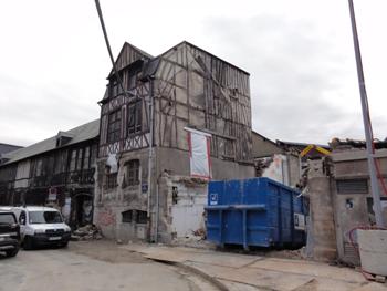 La Maison du Fossoyeur dégagée des bâtiments environnants (© SVDB).