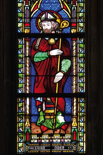 Saint Ouen, évêque de Rouen, favorisa au VIIe siècle l'implantation de monastères dans son diocèse. Vitrail de l'abbatiale de Fécamp. (© Stéphane William Gondoin)