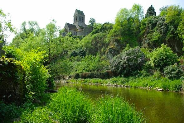 Saint-Céneri-le-Gérei,  monstrueux rocher  selon Orderic Vital.