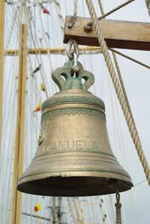 La cloche de bord du Santa Maria Manuela (© SWG).