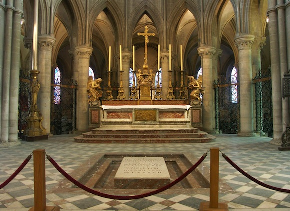 Tombeau de Guillaume le Conquérant, en l`Abbaye-aux-Hommes de Caen.