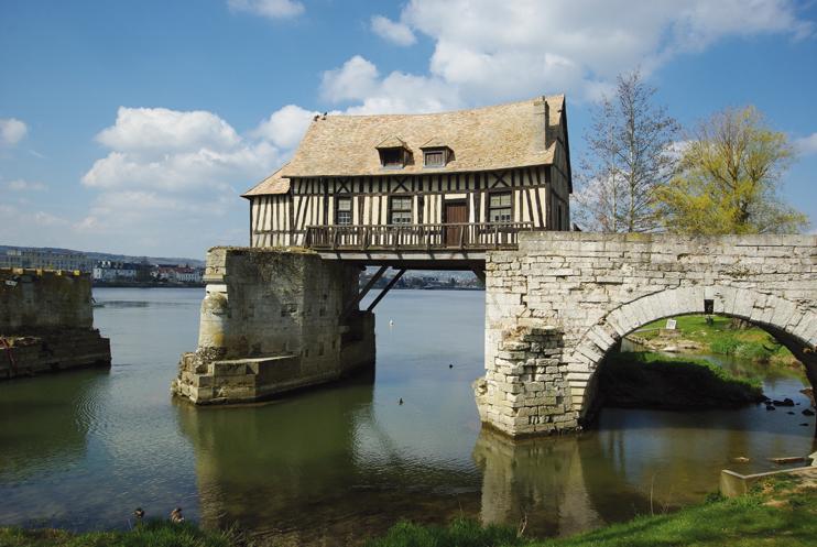 Vernon. Le Vieux Moulin, juché sur le pont médiéval
