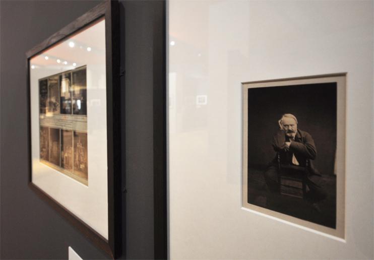L'exposition « L'île dans les isles - Voyages dans l'archipel Anglo-Normand » au musée de Normandie - Portrait de Victor Hugo par Edmont Bacot (Photo Rodolphe Corbin © Patrimoine Normand).